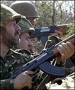 _1250411_soldiers150.jpg